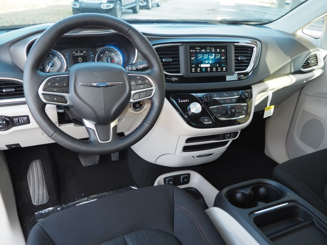 New 2020 CHRYSLER Pacifica Touring